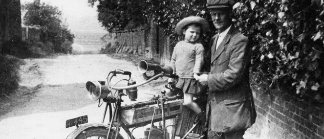 Yankee Gilyatt and daughter by Horace Dudley. From the collection of Waddington History Group Archive. Reproduced with permission